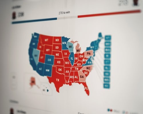 Polls and days of the election. Map of the USA shared between red (Republicans) and blue (Democrats).